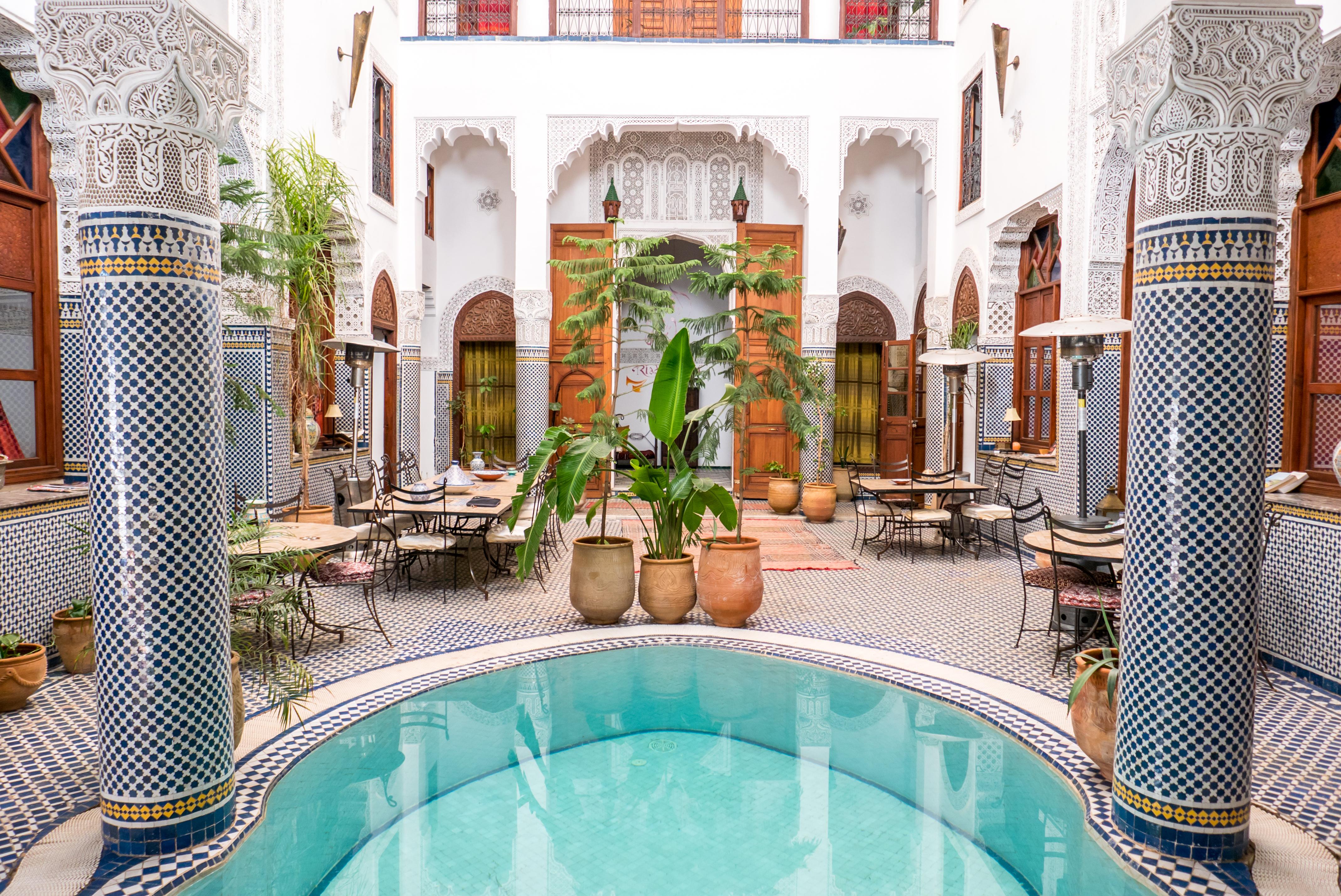 Riad fes avec piscine dans la vieille ville du nord maroc for Riad essaouira avec piscine