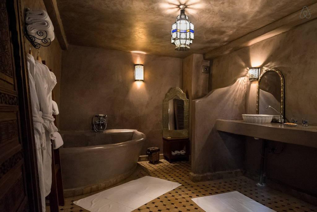 suite 4 personnes dans une maison d 39 hotes de f s dans la medina. Black Bedroom Furniture Sets. Home Design Ideas